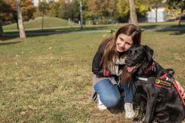 Antónia Kállai, Ani, fully trusts her guide dog, Felhő